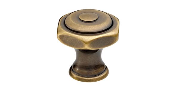 (image) téton en laiton avec finition bronze mat vernis brillant