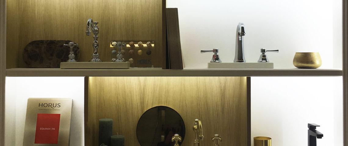 (image) étagère du stand Horus au salon Idéobain