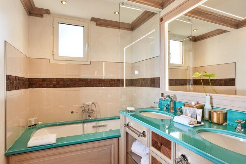 (image) salle de bain du Château de la Messardière de Saint-Tropez équipé de robinetterie Horus
