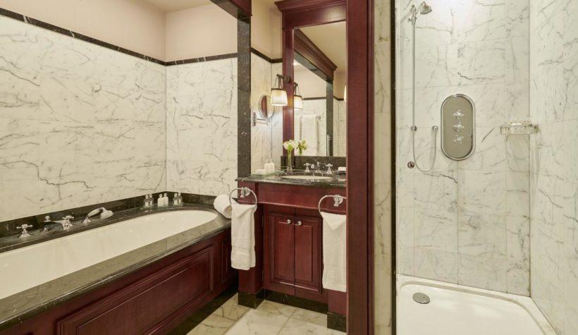 (image) salle de bain de l'hôtel Intercontinental à Bordeaux équipé en robinetteries Horus