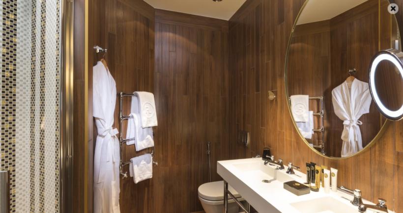 (image) salle de bain de la Maison FL à Paris équipé de robinetteries Horus