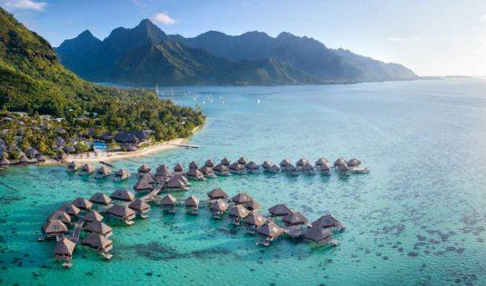 (image) Vue de l'hôtel Hilton Moorea avec la mer