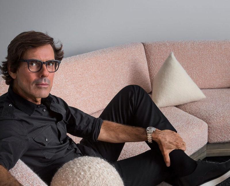 (image) photo portrait de Pierre sur un canapé
