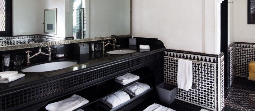 (image) Salle de bain de l'hôtel Selman à Marrakech avec robinetterie horus