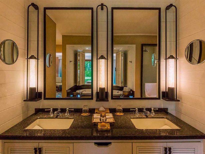 (image) double vasque équipée de robinetteries horus dans une salle de bain du Constance Lemuria