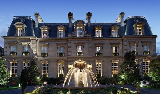 (image) Façade de l'hôtel Saint James à Paris