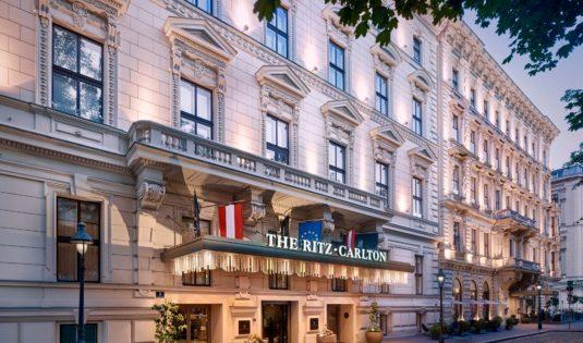 (image) Façade de l'hôtel Ritz Carlton à Vienne