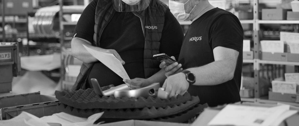 (image) photo de collaborateurs travaillant à l'atelier Horus
